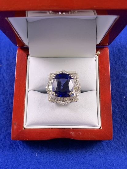 13.36ct Sapphire Ring 18kt