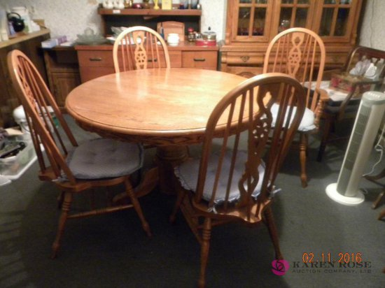 Round Oak Table with Leaf and 6 Chairs