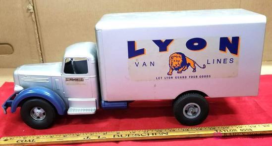 Smith-Miller Lyon Van Lines Truck