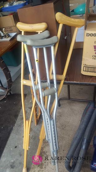 Crutches C1