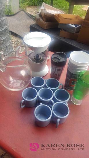 Plastic Kitchen cups lot C-1