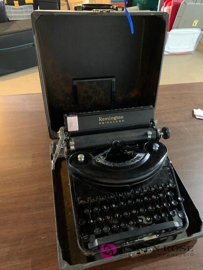 Vintage typewriter Remington noiseless