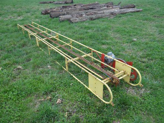 New Holland 18' Square Hay Bale Conveyor