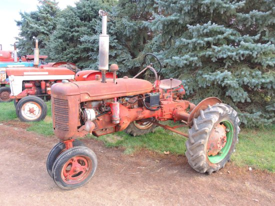 1942 Farmall B Tractor #93853     Auctions Online | Proxibid