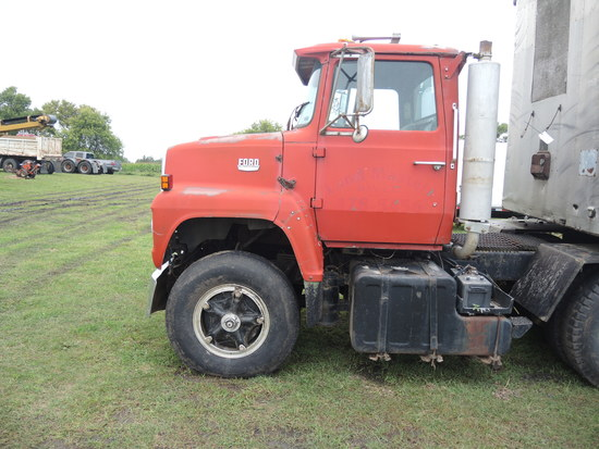 Ford 9000 Truck