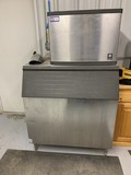 Manitowoc Model C7305 Ice Machine (Works)