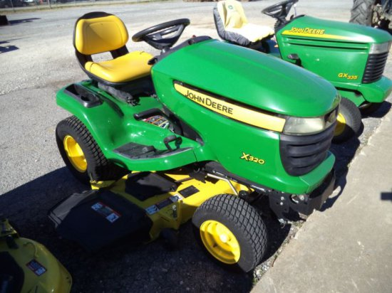 JD X320 Lawn Tractor sn A093804