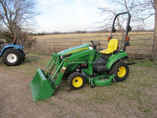 John Deere 1023E with loader SN 1LV1023EPFH512155