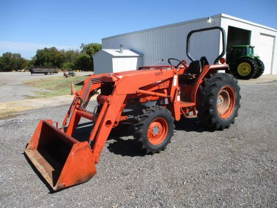Kubota L4200 with loader SN Bleached out
