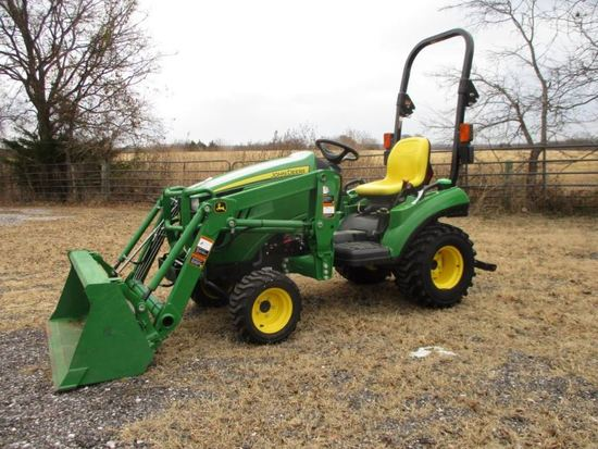 John Deere 1023E with loader SN 1LV1023EJEH412428