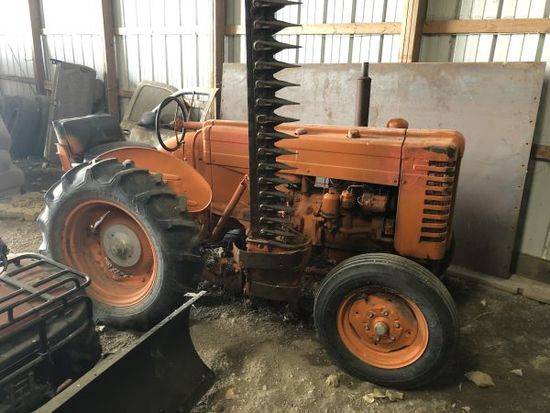 JD Industrial 2 cyl. gas tractor