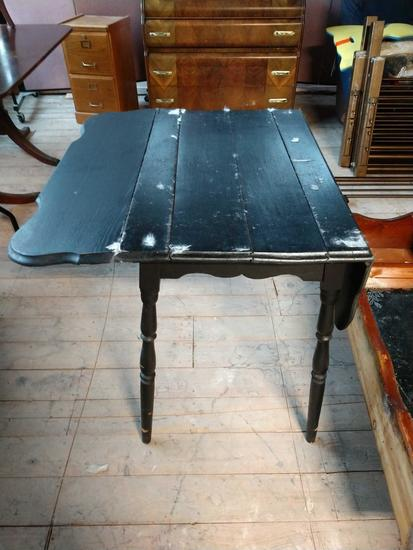 Drop leaf painted table