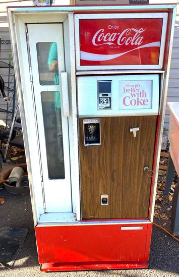 Vintage mid 60s Coke machine model CSS - 640 - Does not stay cold