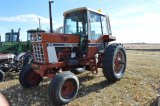 IH 1086 Tractor