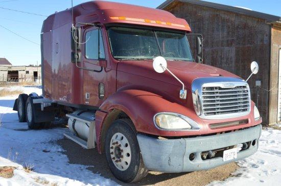 2003 Freightliner Columbia Truck