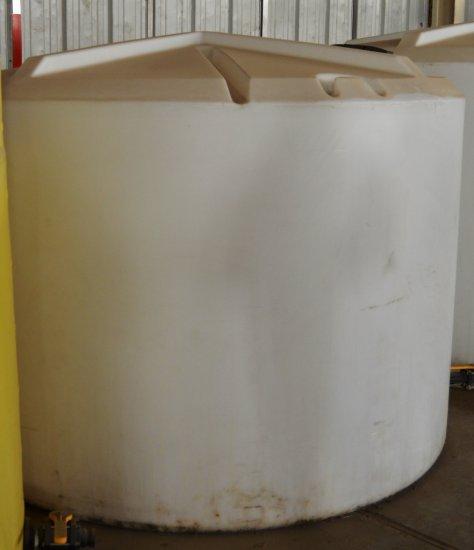 1400 Gal Fertilizer Tank - white