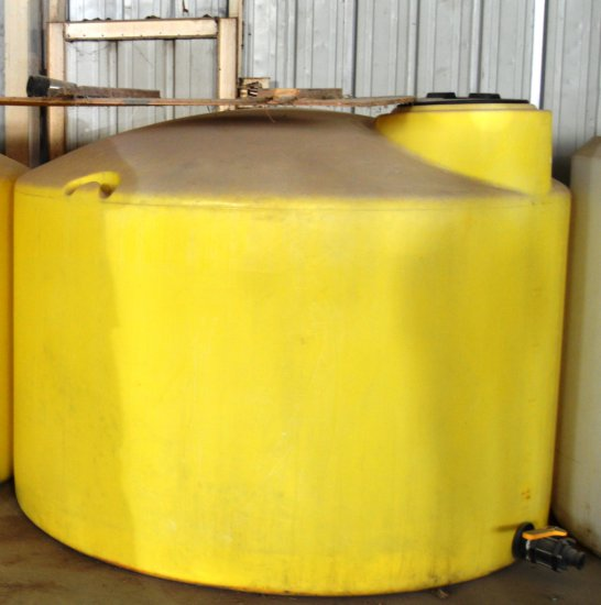 1,550 Gal Fertilizer Tank - yellow