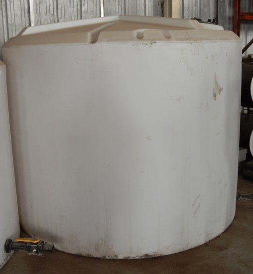 1,550 Gal Fertilizer Tank - white