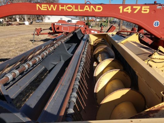 New Holland 1475 Mid-Pivot Swather 2300 Series Header-16 ft.