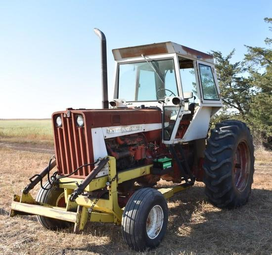IH 806 D Tractor