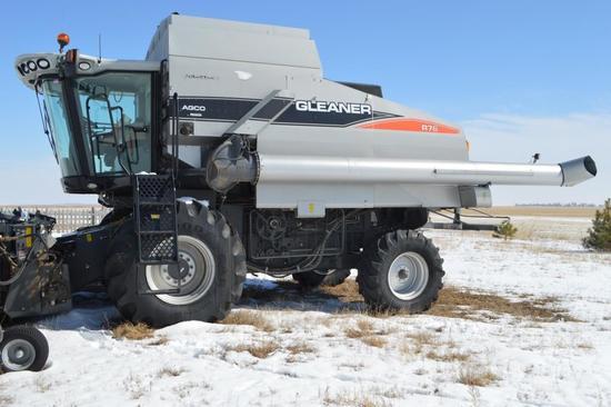 Gleaner R76 Combine Field Star II