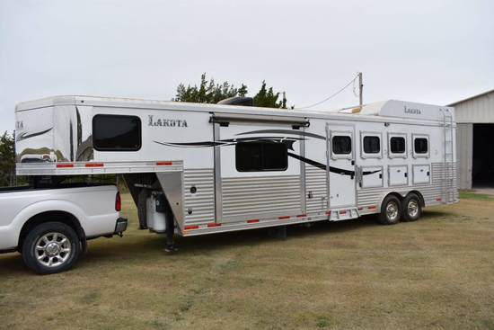 2015 Lakota 4 Horse Living Quarters Trailer,
