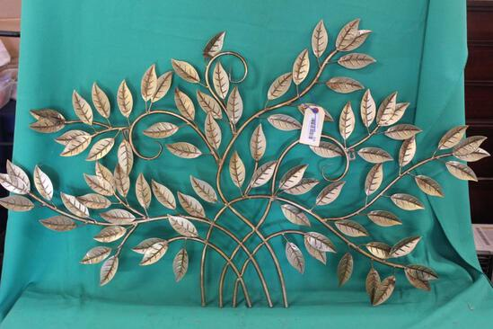 WALL DECORATIONS IN METAL