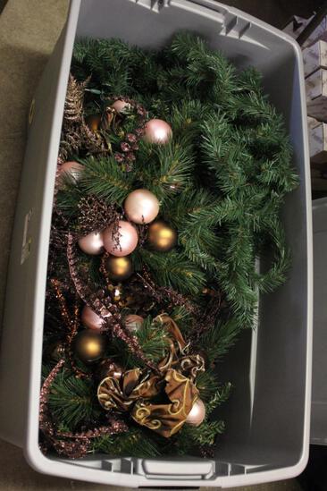PLASTIC TUB OF CHRISTMAS D?COR