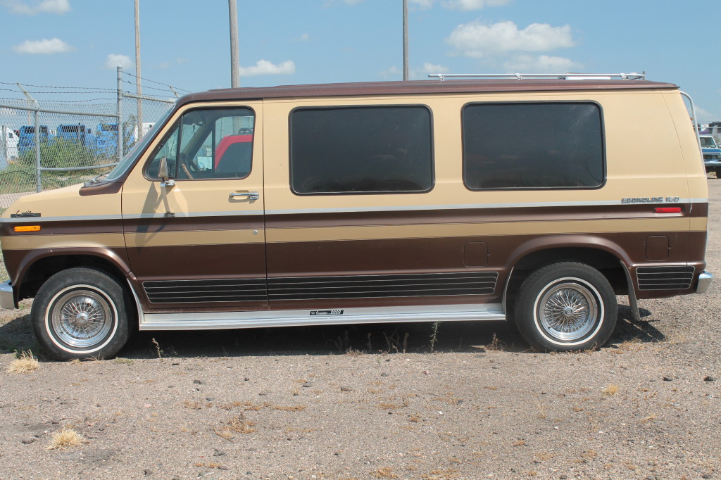 Lot  1980 Ford Econoline Van