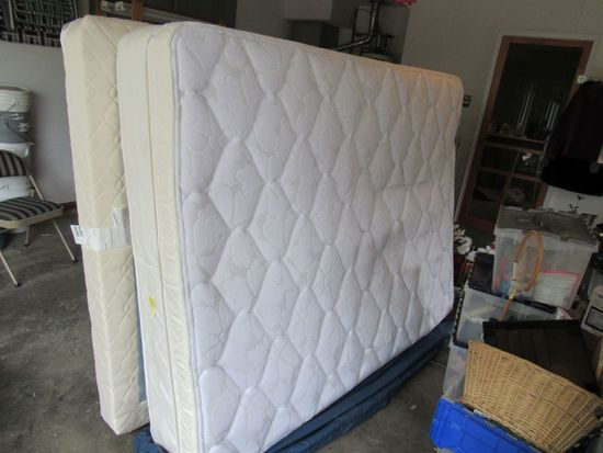 Queen size mattress and box springs