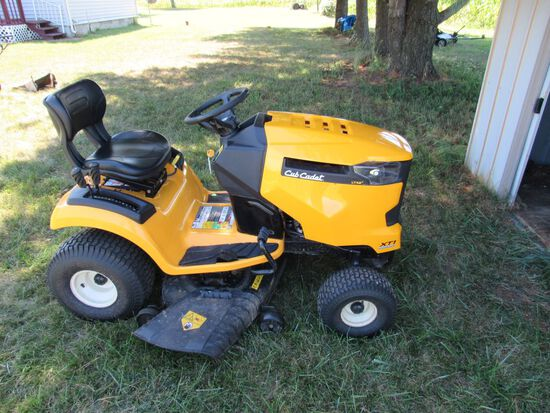 2019 Cub Cadet riding lawn mower