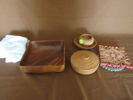 Wooden bowl lot