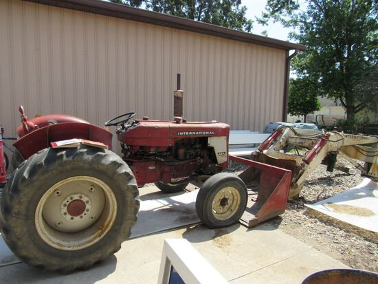 International 424 Tractor
