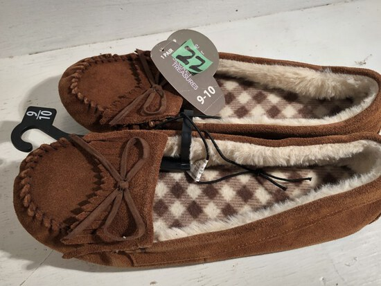 Bedroom Slippers size 9/10 NWTags