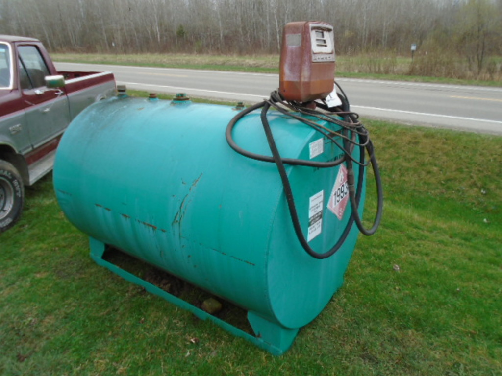 500 GALLON FUEL TANK ON SKIDS W/ GASBOY PUMP