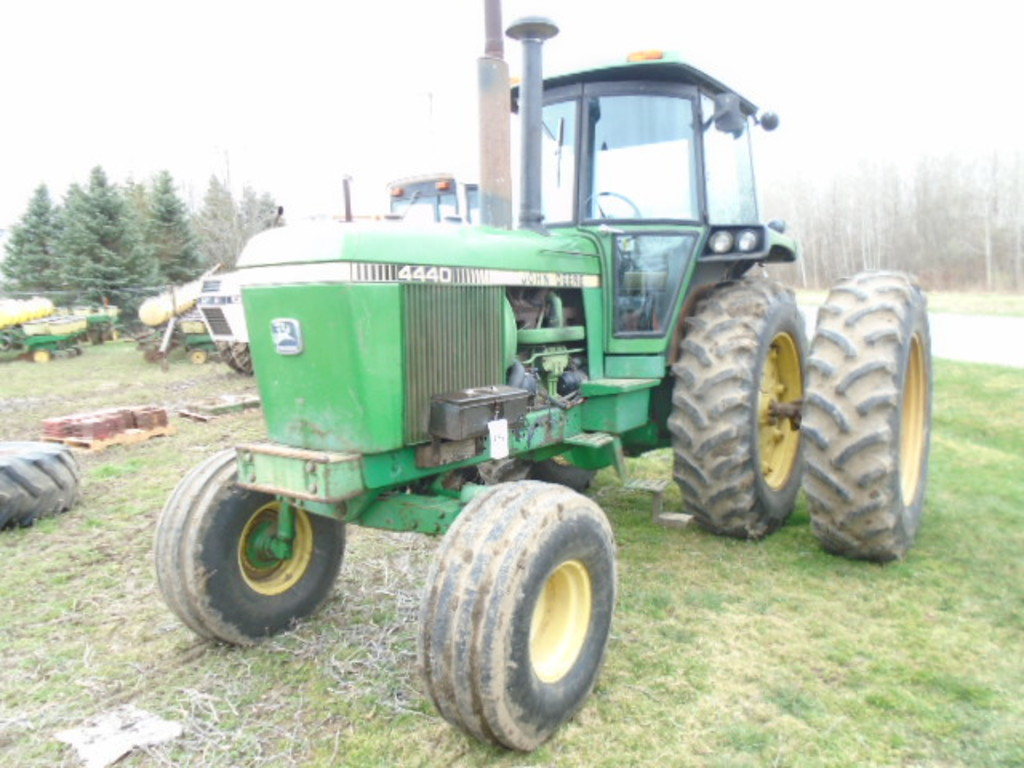 1980 JD 4440 2WD DSL. TRACTOR