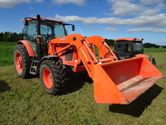KUBOTA M135 GX MFWD LOADER TRACTOR  ONLY 870 HOURS  1 OWNER