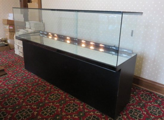 6' Lighted display case