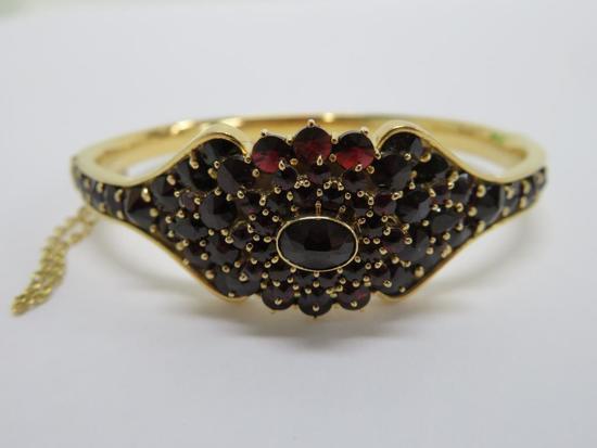 Garnet and 18K yellow gold bangle bracelet
