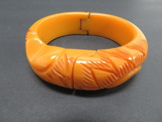 Nice hinged bracelet, attributed to Bakelite