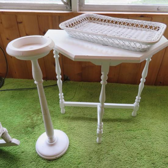 1/2 table, wooden stand and wicker tray - white