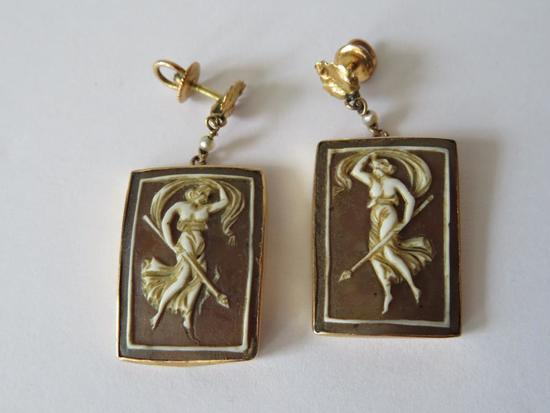 14 kt gold setting earrings, cameo style