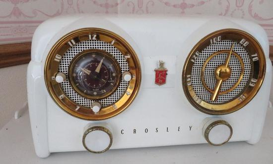Crosley Radio, Model D 25W, white plastic, ornate dials