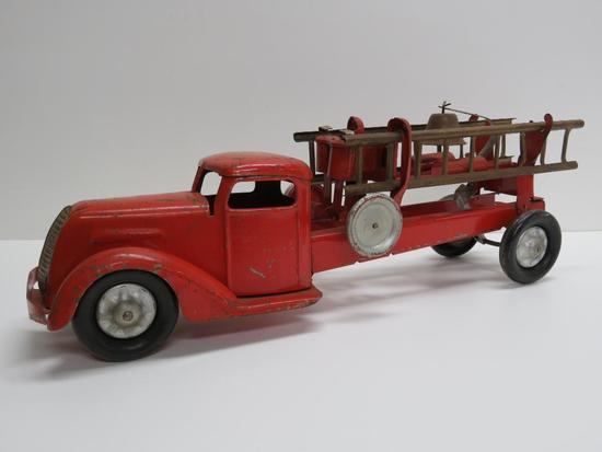 "20"" steel Fire Truck with bell, detachable ladders"