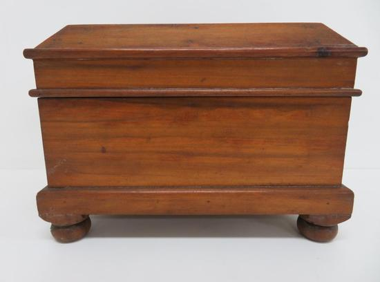 "Wood box, sewing or tea caddy, 11"" x 7 1/2"", bun feet"