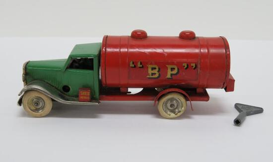 """Tri-Ang Minic Toy oil tanker truck, Shell """"BP"""", 6"""", with key"""