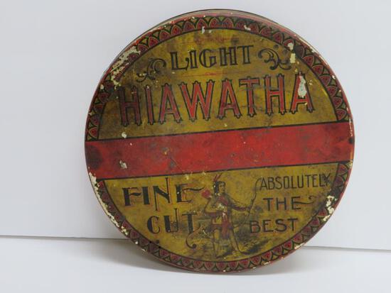 "Light Hiawatha Fine Cut tobacco tin, round 8"""