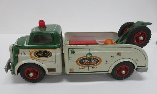 "Wyandotte metal tow truck, Dot Towing Service, 15"""
