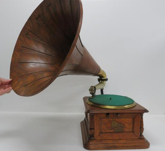 Columbia Graphophone with wooden horn