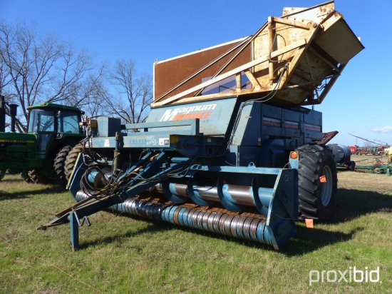 Amadas 6-Row Peanut Picker: 24.5-32 Tires